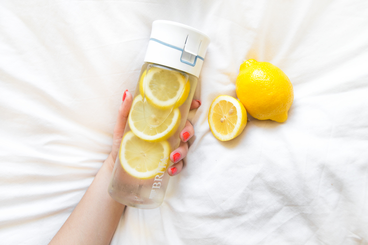 5 важных причин выпить воду с лимоном утром